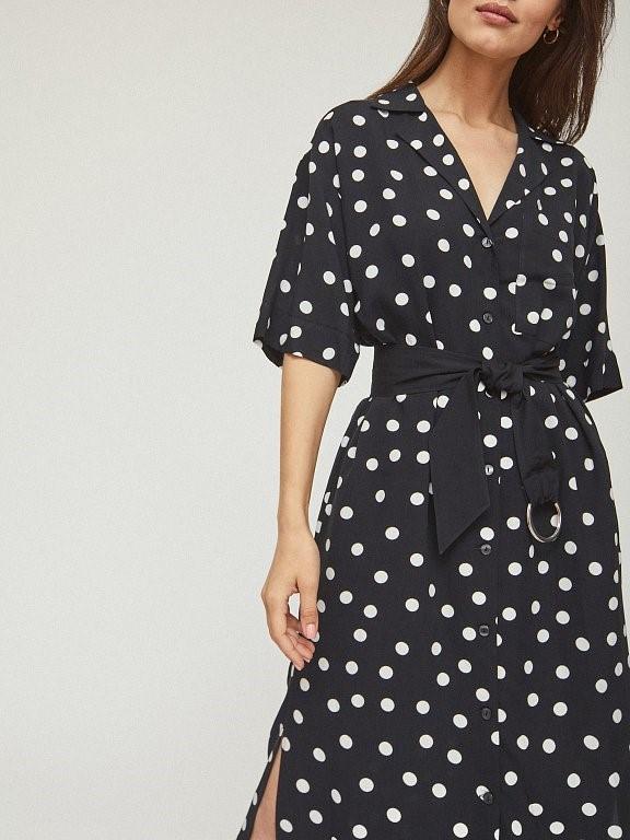 Приталенное черно-белое платье Calista в горох с поясом